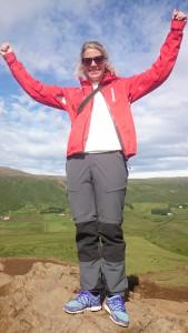 Glad Anna bestiger berg