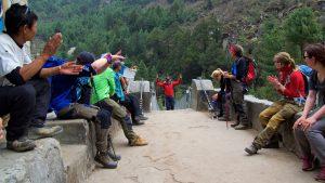 Vår guide Ajeep Bhatt kommer äntligen ikapp oss! Foto: Conny Andersson