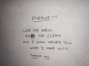 Trevliga instruktioner på toaletten.