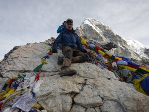 En vansinnigt trött Björn på toppen av Kala Patthar!