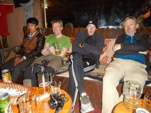 En bärare, Lasse, Jonas och Conny!