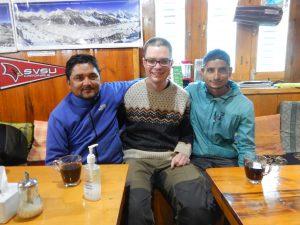 Guiden Ajeeb Bhatt och världens bästa assisterande guide Raj Bhatta.