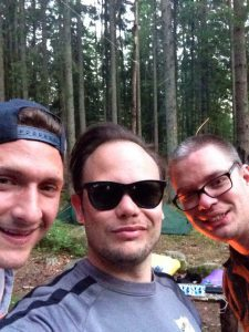 3 glada äventyrare!